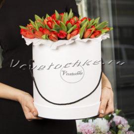 доставка цветов Москва, цветы Москва, купить цветы в Москве, цветы недорого Москва, заказать цветы Москва, цветы, Москва, доставка, шляпная коробка, коробка тюльпанов, красные тюльпаны, тюльпаны