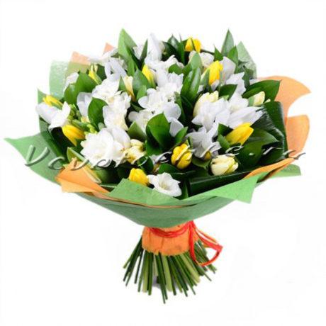 доставка цветов Москва, цветы Москва, купить цветы в Москве, цветы недорого Москва, заказать цветы Москва, цветы, Москва, доставка, букет, альстромерия, тюльпаны, белые тюльпаны, желтые тюльпаны, фрезия, белая фрезия