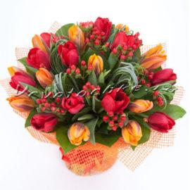 доставка цветов Москва, цветы Москва, купить цветы в Москве, цветы недорого Москва, заказать цветы Москва, цветы, Москва, доставка, букет, тюльпаны, букет тюльпанов, гиперикум