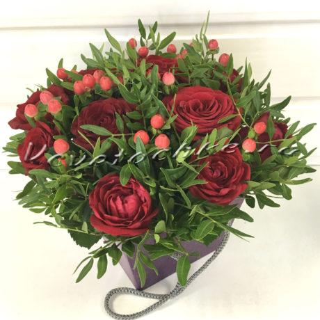 доставка цветов Москва, цветы Москва, купить цветы в Москве, цветы недорого Москва, заказать цветы Москва, цветы, Москва, доставка, букет, роза, красная роза, гиперикум, композиция