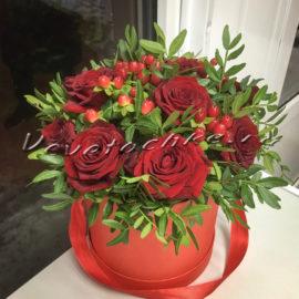 доставка цветов Москва, цветы Москва, купить цветы в Москве, цветы недорого Москва, заказать цветы Москва, цветы, Москва, доставка, букет, коробка, шляпная коробка, роза, красная роза, коробка роз, коробка красных роз, гиперикум