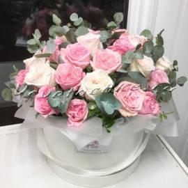 доставка цветов Москва, цветы Москва, купить цветы в Москве, цветы недорого Москва, заказать цветы Москва, цветы, Москва, доставка, букет, коробка, шляпная коробка, коробка роз, роза, пионовидная роза, коробка пионовидных роз