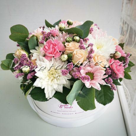доставка цветов Москва, цветы Москва, купить цветы в Москве, цветы недорого Москва, заказать цветы Москва, цветы, Москва, доставка, шляпная коробка, роза, кустовая роза, хризантема, кустовая хризантема, эвкалипт, гвоздика, кустовая гвоздика