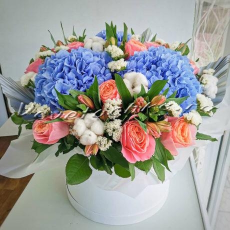 доставка цветов Москва, цветы Москва, купить цветы в Москве, цветы недорого Москва, заказать цветы Москва, цветы, Москва, доставка, коробка, шляпная коробка, коробка цветов, роза, гортензия, хлопок, альстромерия