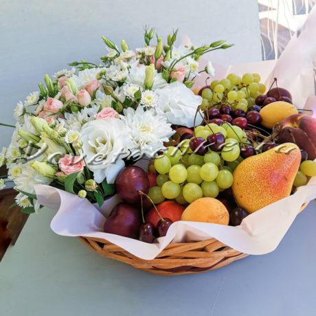 доставка цветов Москва, цветы Москва, купить цветы в Москве, цветы недорого Москва, заказать цветы Москва, цветы, Москва, доставка, коробка, шляпная коробка, коробка цветов, роза, хризантема, эустома, фрукты, ягоды, композиция