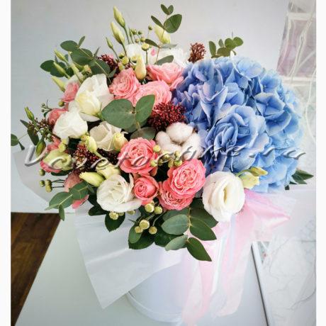доставка цветов Москва, цветы Москва, купить цветы в Москве, цветы недорого Москва, заказать цветы Москва, цветы, Москва, доставка, коробка, шляпная коробка, коробка цветов, гортензия, кустовая роза, роза, эустома, сталлион, хлопок, скиммия