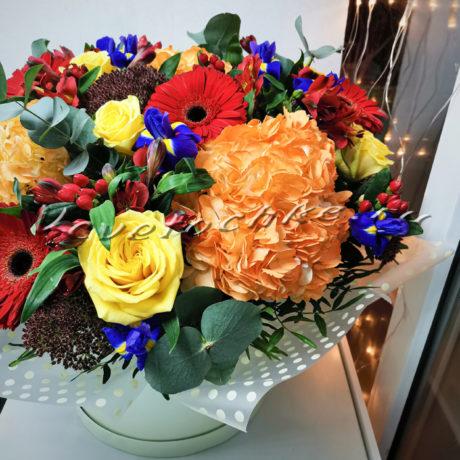 доставка цветов Москва, цветы Москва, купить цветы в Москве, цветы недорого Москва, заказать цветы Москва, цветы, Москва, доставка, коробка, шляпная коробка, коробка цветов, гортензия, альстромерия, роза, гербера, ирис, гиперикум, седум